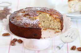 עוגת תפוחים וחלבה עם שקדים   צילום: נטלי לוין