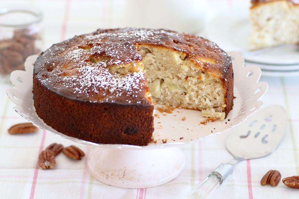 עוגת תפוחים וחלבה עם שקדים | צילום: נטלי לוין