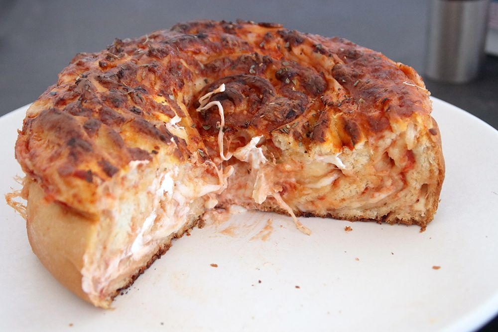 חלת פיצה | צילום: נטלי לוין