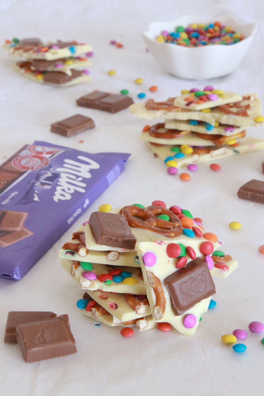 חטיף קוביות שוקולד ובייגלה צבעוני | צילום: נטלי לוין