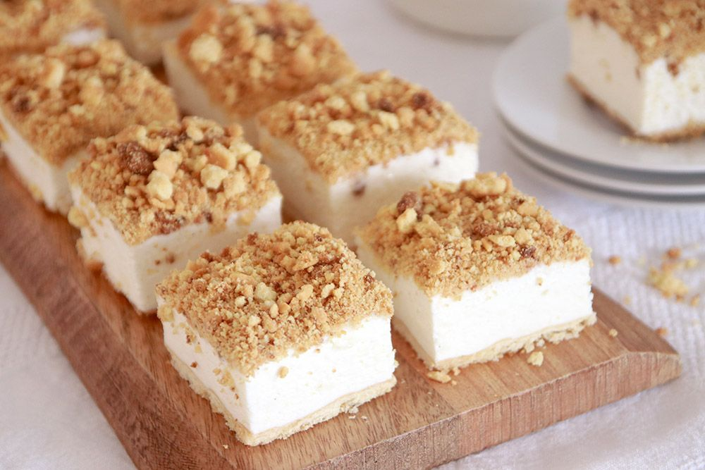 חיתוכיות עוגת גבינה פירורים   צילום: נטלי לוין