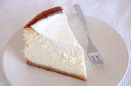 עוגת גבינה קלאסית גבוהה במיוחד | צילום: נטלי לוין