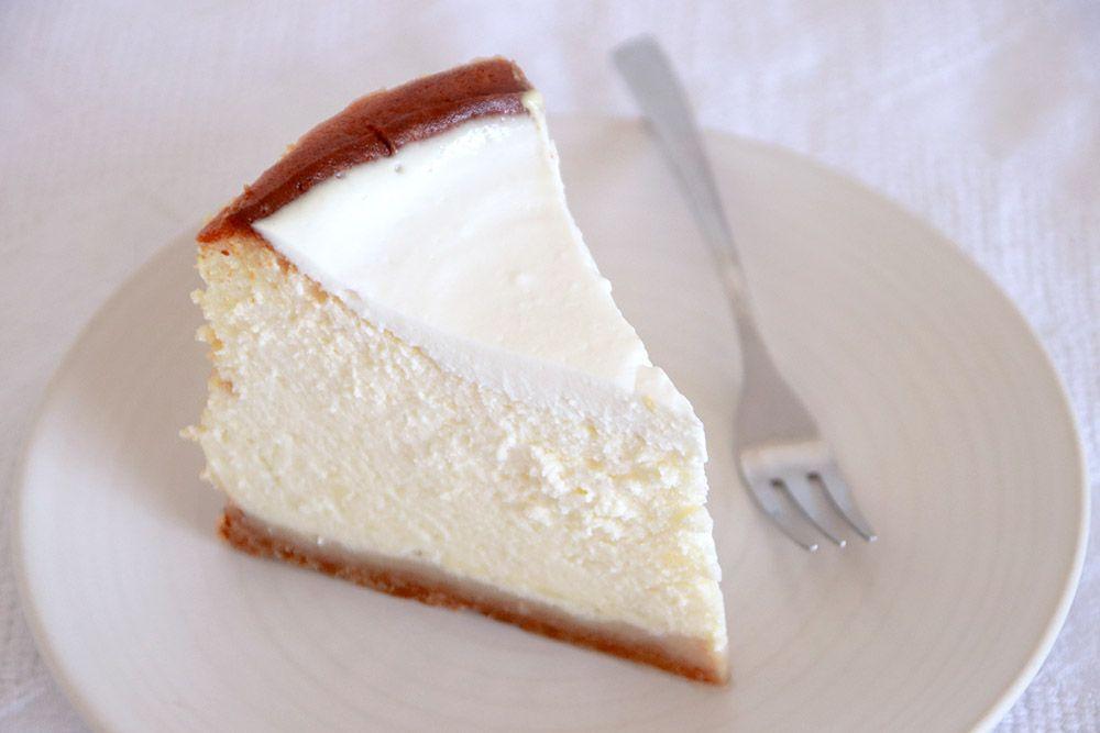 עוגת גבינה קלאסית גבוהה במיוחד   צילום: נטלי לוין