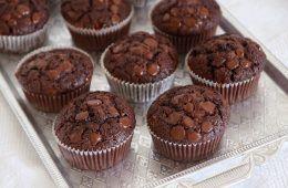 מאפינס דאבל שוקולד מקמח כוסמין | צילום: נטלי לוין