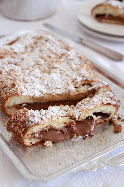 עוגת שמרים נוטלה פירורים | צילום: נטלי לוין