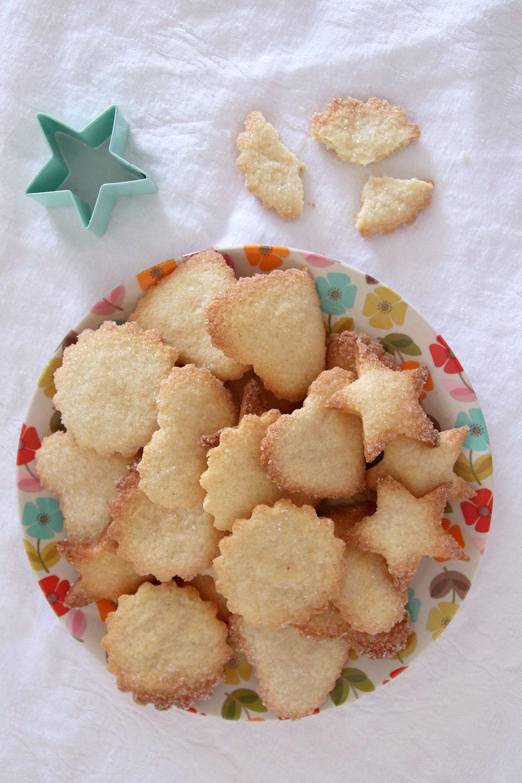 עוגיות חמאה פריכות בציפוי סוכר | צילום: נטלי לוין