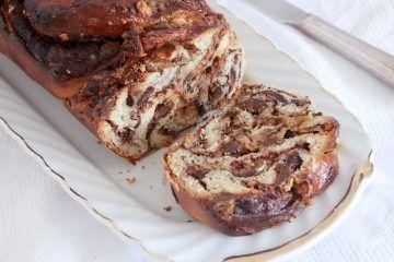 עוגת שמרים במילוי שוקולד ובמבה | צילום: נטלי לוין