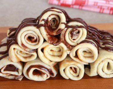 מגדל קרפים במילוי שוקולד | צילום: נטלי לוין