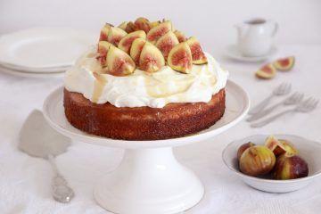 עוגת מייפל עם קרם מסקרפונה ותאנים | צילום: נטלי לוין
